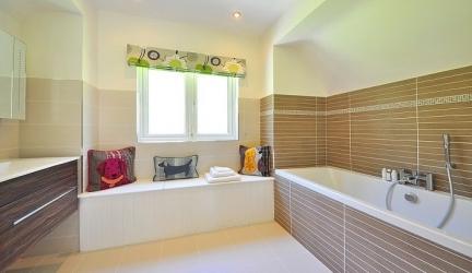 How to Make Bathroom Look Bigger? 10 DIY Steps